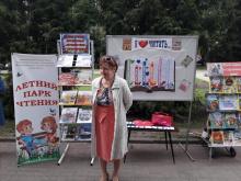"""3 июля городские библиотеки 6 и 7 мероприятием """"я люблю читать"""" открыли летний парк чтений."""